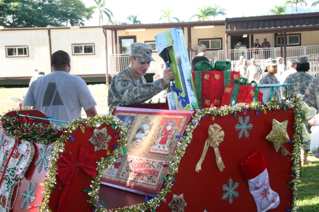 Hawaii's WTB Soldiers donate to Toys for Tots