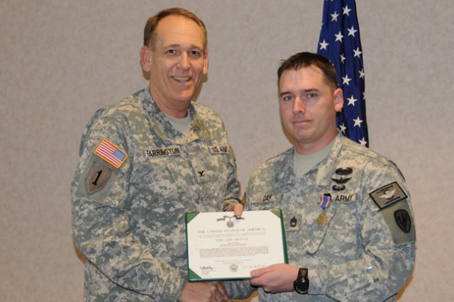 Aviation instructor receives Air Medal with Valor
