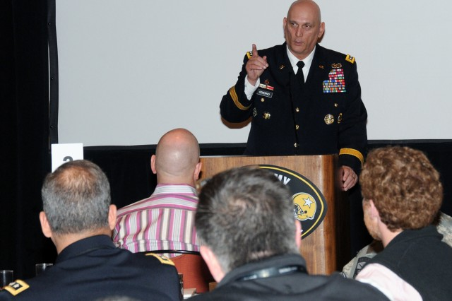 Odierno Speaks with Civic Leaders