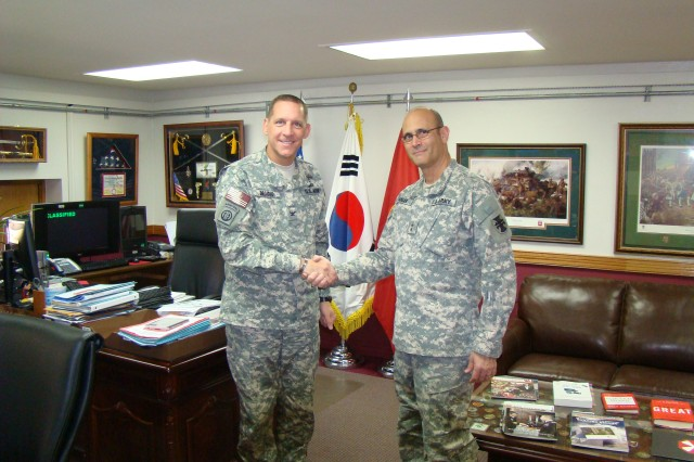 Maj. Gen. William M. Buckler, Jr., commanding general of the 412th Theater Engineer Command, discussed engineer operations in the Far East with Col. Donald Degidio, commander of Far East District, U.S. Army Corps of Engineers, during a recent visit to Seoul, Feb. 27. 2012. (Photo: Chi-Nam Yu)