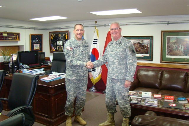 Brig. Gen. Douglas R. Satterfield, deputy commanding general of the 412th Theater Engineer Command, discussed engineer operations in the Far East  with Col. Donald Degidio, Jr., commander of Far East District, U.S. Army Corps of Engineers, during a recent visit to Seoul, Feb. 27. 2012. (Photo: Chi-Nam Yu)
