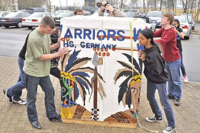 Robo battle: Wiesbaden RoboWarriors head to national competition