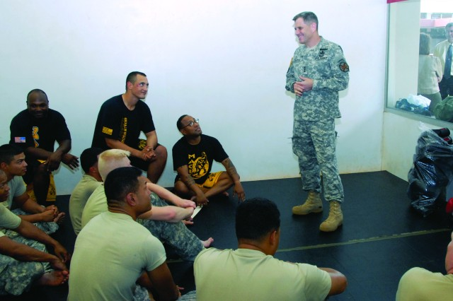 Lt. Gen. Michael Ferriter (right), commander, IMCOM, discusses combatives with Soldiers from the 307th ESB, 516th Sig. Bde., 311th Sig. Command, at Schofield Barracks, Tuesday. The Soldiers were participating in Skill Level 2 combatives at the Martinez Physical Fitness Center. Ferriter visited the fitness center during his tour of USAG-HI^facilities.