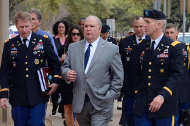 Undersecretary of the United States Army Joseph W. Westphal (center) visited The University of Texas at Austin campus and met with researchers in neuroscience and energy, as well as Texas Army ROTC cadets and members of the Senior Service College Fellows.