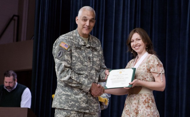 Family volunteers recognized for lending helping hands to special-operations students and spouses