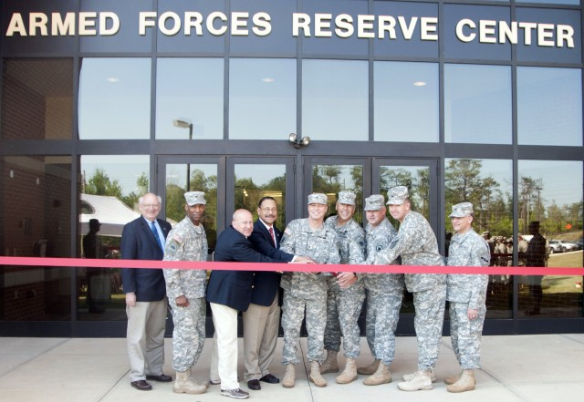 Armed Forces Reserve Center holds ribbon cutting ceremony