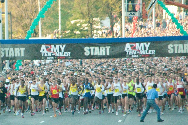 Starting moments of the 2010 Army Ten-Miler.