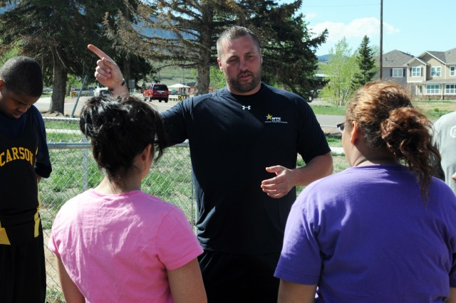 Army veteran Sean Hook, an Altoona, Pa., native, meets with Fort Carson, Colo., middle school students prior to a training session on the discus and shot put throw April 26, 2012. Hook is here to represent the Army at the 2012 Warrior Games from April 30 to May 05, 2012.