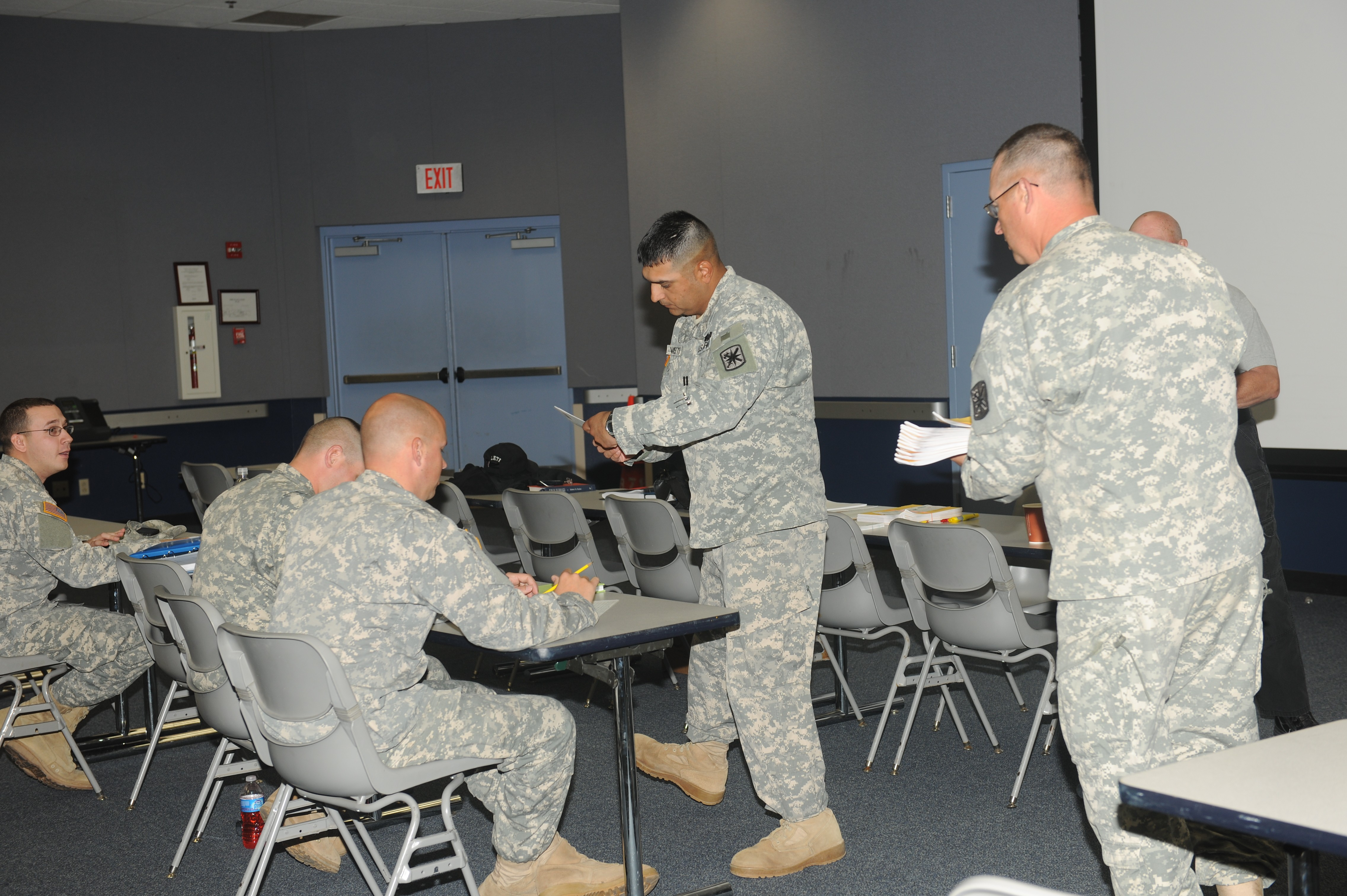 Fort leonard wood mps obtain missouri post certification article e commander 787th mp bn checks scores on exams during missouri department of public safetys peace officer standards and training program xflitez Images