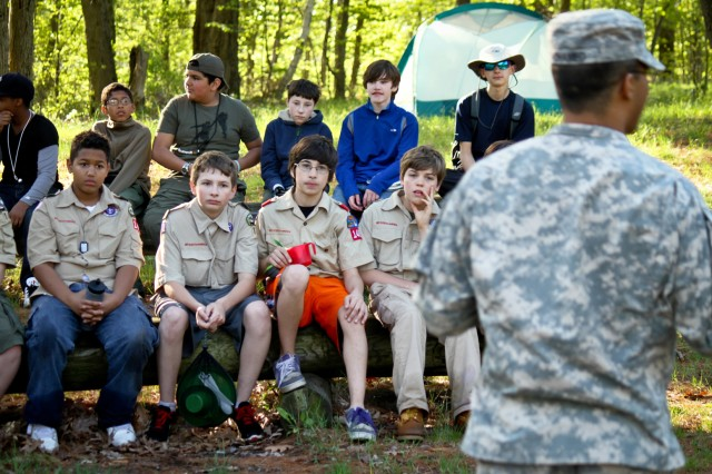 Spc. Richard Mohamed, a medic with Headquarters and Headquarters Troop, 1-89 Cavalry, teaches a field sanitation class to the entire group of Boy Scouts visiting post last weekend.