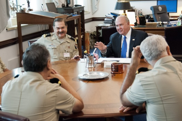 Senior Mexican officers visit the Pentagon