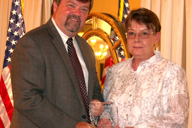 Ms. Rose Dowgiallo receiving the Federal Executive Board award in the Technical Category.