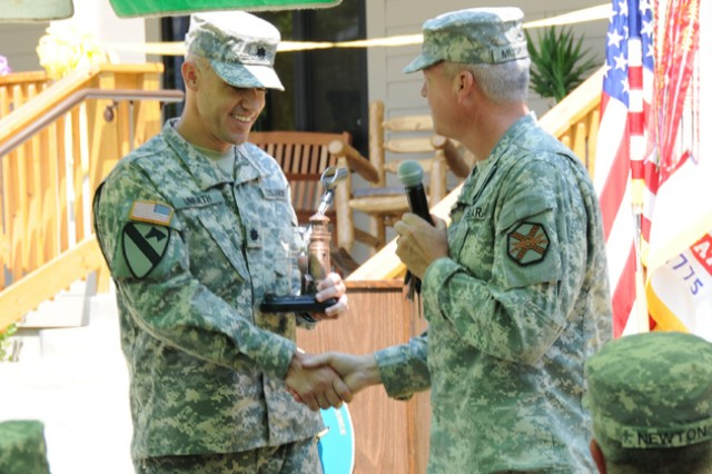 IMCOM honors 2 locals with Army recreation awards