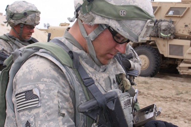 Handhelds connect Soldiers at Army network exercise
