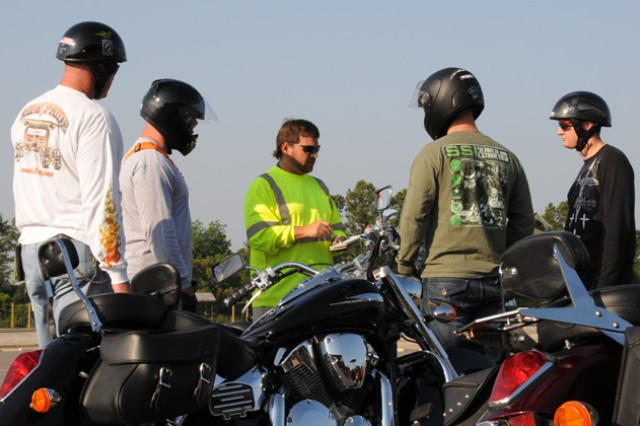 Andrew Smith gives instructions to riders during a recent Experienced Rider Course.