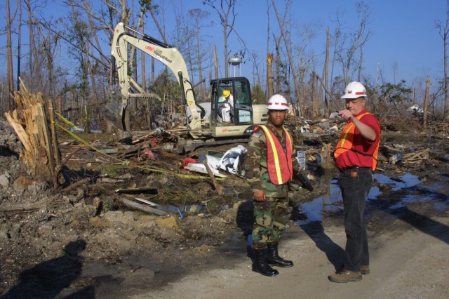 Vicksburg District deployee and Mississippi National Guardsman discuss debris removal.