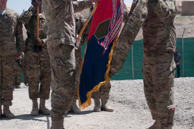 """PAKTIKA PROVINCE, Afghanistan """" Col. Joseph Wawro and Command Sgt. Maj. Wylie Hutchison, the commander and senior non-commissioned officer of the 4th Infantry Brigade Combat Team, 1st Infantry Division, uncase the 4IBCT """"Dragon"""" Brigade colors, signifying the completion of the transfer of authority from the 172D Infantry Brigade, from Grafenwoehr, Germany, June 16. (U.S. Army photo by Sgt. Gene A. Arnold, 4IBCT Public Affairs Office)."""
