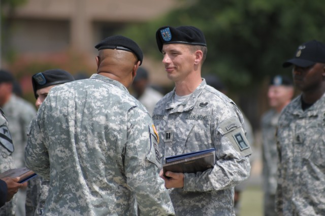 Capt. Ryan Peterson, right, 479th Field Artillery Brigade, Division West, is recognized by Command Sgt. Maj. Arthur Coleman Jr., III Corps and Fort Hood command sergeant major, as the distinguished honor graduate of the Fort Hood Air Assault School's inaugural course during a graduation ceremony at Fort Hood, Texas, July 3. (Photo by Sgt. 1st Class Gail Braymen, Division West Public Affairs)