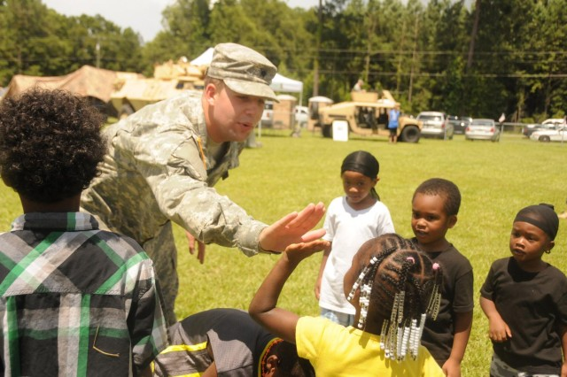 Stewart soldiers support Riceboro, Ga. students during back to school rally