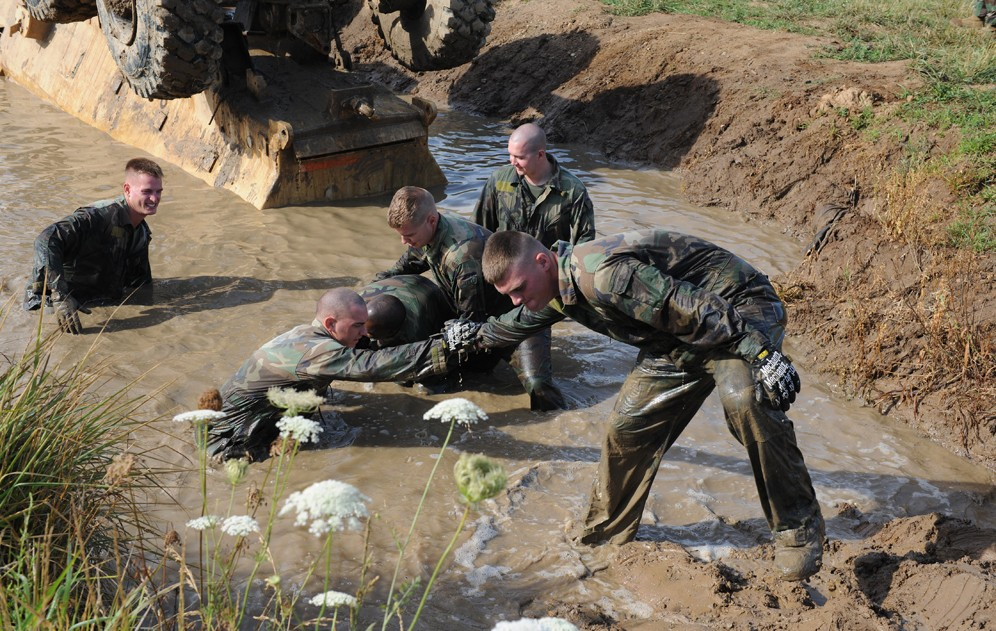 Mud School Certification : Fort leonard wood marines consider muddy course an honor