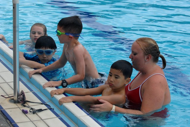 Kids who learn swimming for the first time and who want to acquire advanced skills are all invited to Learn to Swim program by Child, Youth, and School Services. (Photo by Sgt. Choi Sung-il)