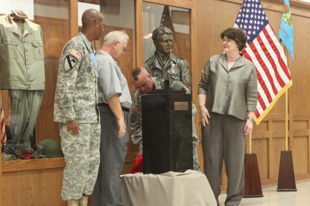 Staff Sgt. Kendrick Carroll, Don Moore, Command Sgt. Maj. David Carr and Jenelle Byrd unveil the Sgt. Audie Murphy sculpture July 18 at Snow Hall. The bust was created and donated by Mark Byrd and his wife, Jenell. It will be displayed in the Sgt. Audie Murphy Club Room in Snow Hall.