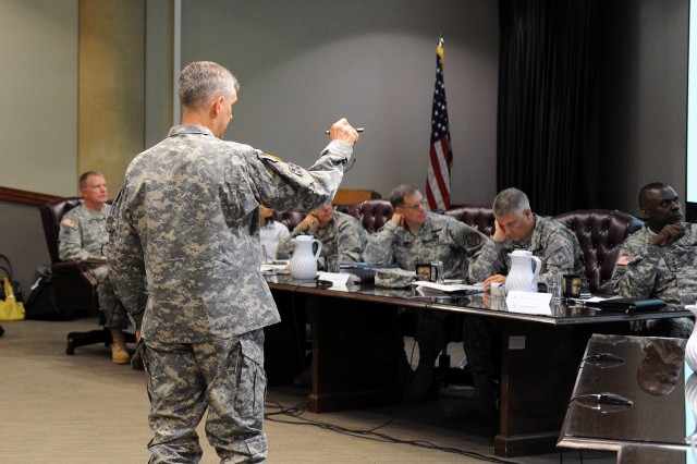 Fort Hood CG briefs Vice Chief