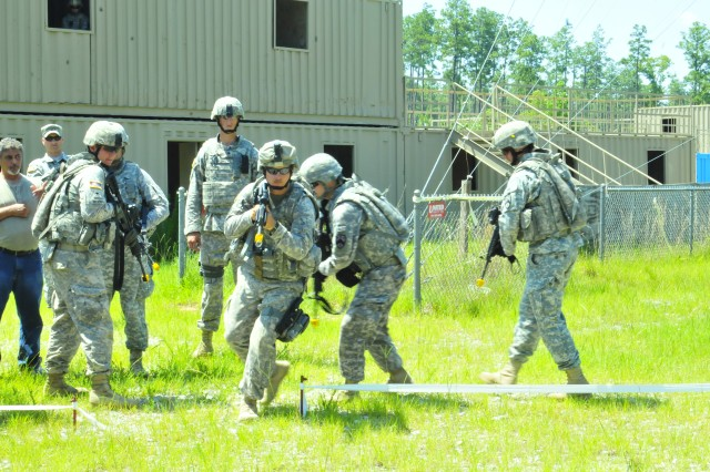 181st Field Artillery Battalion Soldiers show how to execute an exercise while 158th Infantry Brigade trainers watch at Camp Shelby Joint Forces Training Center, Miss. The 181st Field Artillery Battalion recently mobilized, trained and deployed to the country of Jordan, to provide infantry and border security trainer mentor assistance to the Jordanian Army.