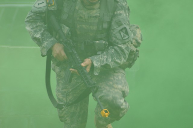 Sgt. Derek Czerniak, 1-201th Aviation Regiment 128th Aviaiton Brigade, navigates through smoke screen during warrior task mission at the 2012 TRADOC NCO/Soldier of the Year competition.