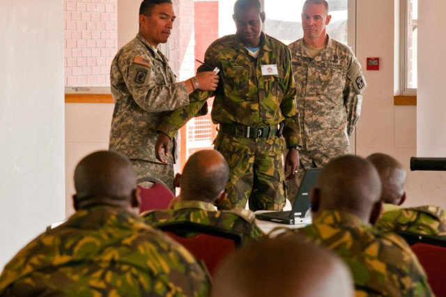 Chicago Soldiers teach rapid trauma response in Botswana