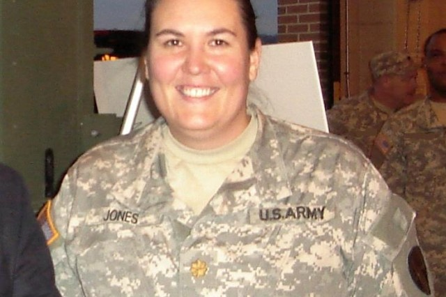 """Shannon Jones, former operations manager for WIN-T Increment 1 and active member of the Army National Guard, deployed to Iraq in January 2005 as an Army signal officer for the 3rd Infantry Division (ID) -- the first Army unit to receive and deploy with the Joint Network Node (JNN) network now known as """"Warfighter Information Network-Tactical (WIN-T) Increment 1."""" (U.S. Army photo)"""