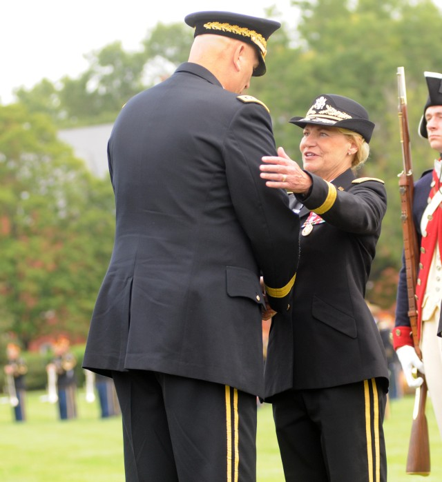 Gen. Ann Dunwoody thanks  Army Chief of Staff Gen. Ray Odierno