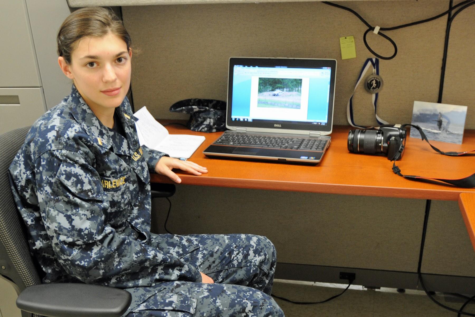 File:US Navy 090522-N-1026O-003 U.S. President Barack Obama ...