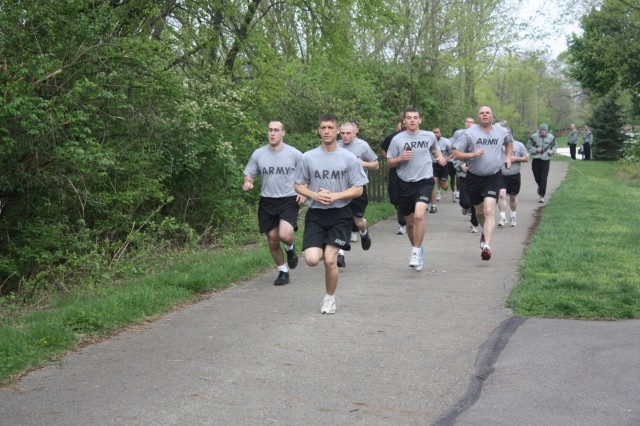 Soldiers from the 1194th Engineer Company begin the two-mile run portion of the Army Physical Fitness Test, April 1, 2012, along the flood wall in Chillicothe, Ohio.