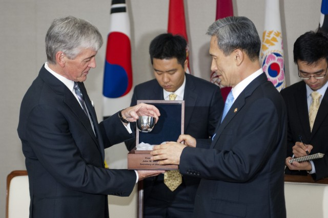 Secretary of the Army John McHugh presents a gift to Korean Minister of Defense Kim Kwan Jin during an official visit to the Defense headquarters in Seoul, South Korea, Aug 17, 2012.  (U.S. Army photo by Spc. John G. Martinez)