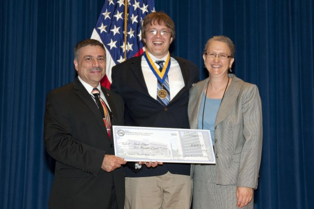 Graduate Gold Medalist Jeffrey Lloyd received his medal and cash award from ARL Acting Director Dr. John Pellegrino and ARL Fellow Dr. Rose Pesce-Rodriguez.