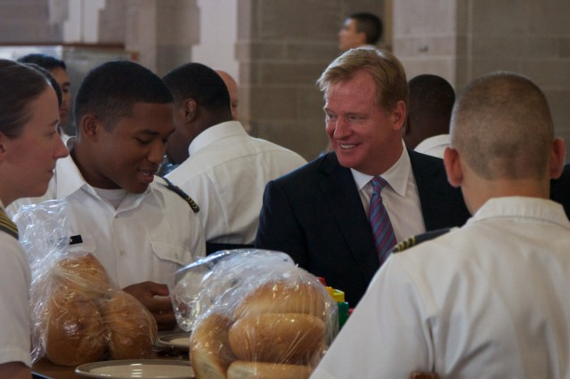 Commissioner Goodell eats with cadets.