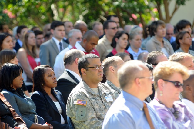 More than 1,000 civilian employees, contractors and service members attend the 9/11 remembrance ceremony in the Pentagon courtyard, Sept. 11, 2012.