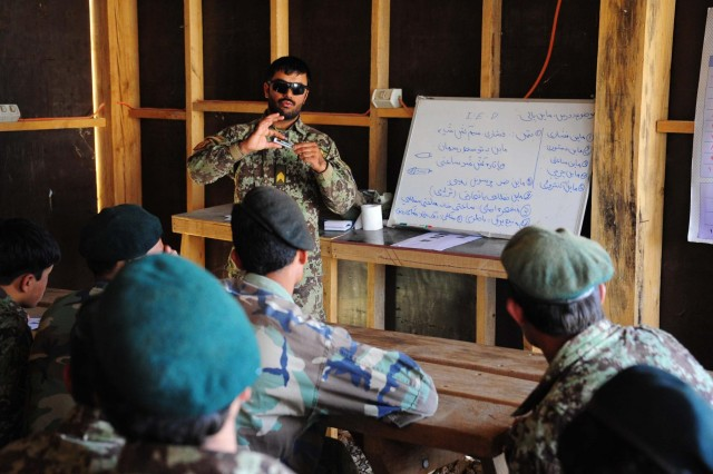 Sgt. Wakil from the Afghan National Army instructs members of the Afghan National Army and the Afghan National Police in improvised explosive devices at Patrol Base Musaza'i, Afghanistan, July 30 2012. (Australian army photo by Cpl. Hamish Paterson, 1st Joint Public Affairs Unit)