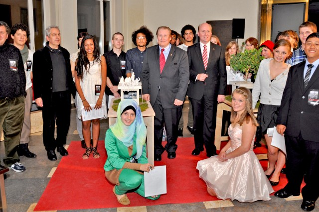Students pose for a photo with their proposed models and American Consul General Kevin C. Milas and Frankfurt City Treasurer Uwe Becker during a ceremony recognizing the accomplishments of the UnderstandinG project at the Frankfurt Roemer (city hall) on German-American Day Oct. 6.