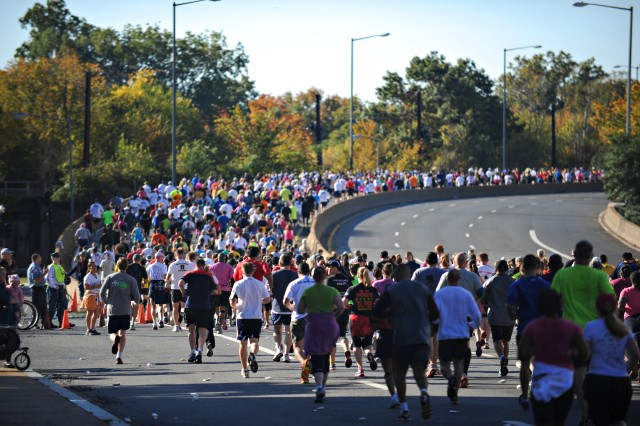 Thousands of Runners, Dozens of Wounded Warriors Participate in 28th Army Ten-Miler