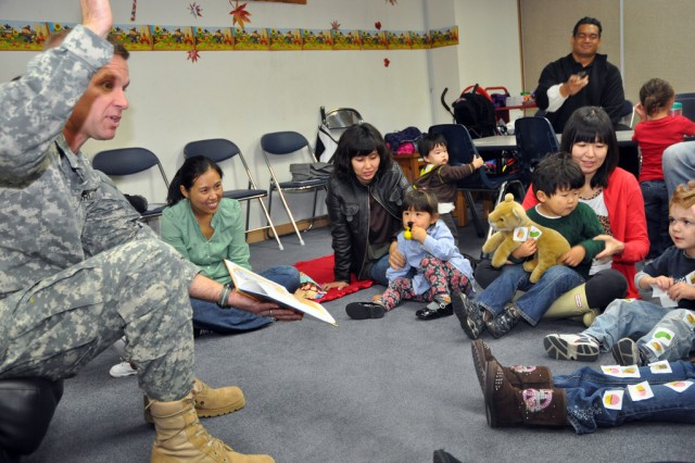 Col. Michael E. Masley, garrison commander for U.S. Army Garrison Yongsan, reads Thanksgiving books to children to help celebrate the upcoming holidays, Nov. 6. (U.S. Army photo by Cpl. Lee Hyokang)