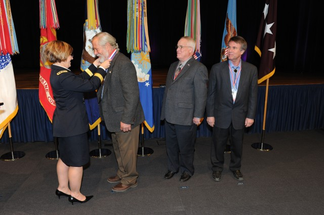 'Spirit of Hope' awardees find unique ways to thank troops