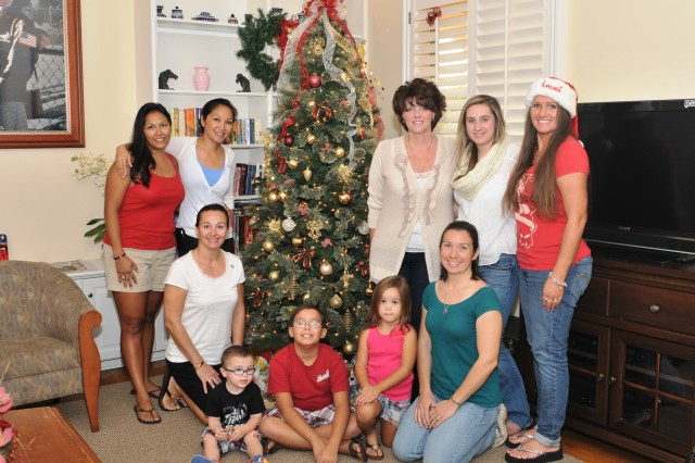 500th MI Bde FRG bring Christmas cheer to the TAMC Fisher House