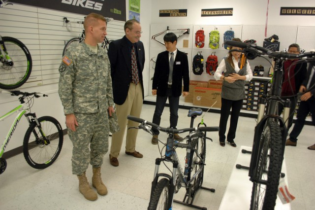 Col. Michael E. Masley, garrison commander for U.S Army Garrison Yongsan tours Platoon Cycles, and shares his thoughts and prospects of the store with the staff during the grand opening ceremony, Nov. 30. (U.S Army photo by Pfc.Lim Hong Seo)