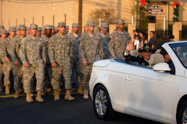 KILLEEN, Texas--Maj. Gen. Anthony Ierardi, commanding general of the 1st Cavalry Division, leads Soldiers from the Cav's 1st Brigade Combat Team during Killeen's 50th Annual Christmas Parade, here, Dec. 8. Ieradi served as the parade's grand marshal.