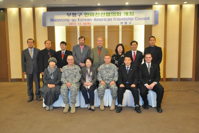 Col. Michael E. Masley, garrison commander for USAG Yongsan, Hong Mi-young, Bupyeong-gu mayor, and members of Bupyeong-gu Korean American Friendship Council take a group photo, Dec. 20. (U.S. Army photo by Cpl. Lee Hyokang)