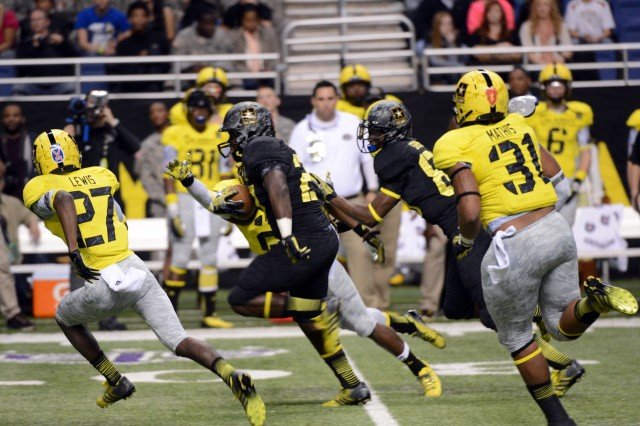 Derrick Green of Richmond (Va.) Hermitage High School rushes for 48 yards on eight carrries to help the East to a 15-8 victory over the West in the 2013 U.S. Army All-American Bowl, Jan. 5, 2013, at the Alamodome in San Antonio.