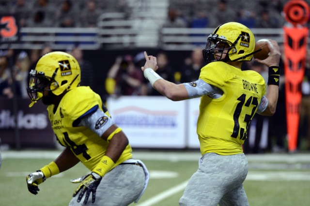 University of Southern California-bound quarterback Max Browne of Sammamish (Wash.) Skyline High School throws a 16-yard touchdown pass to Derrick Griffin for the West team's only touchdown in the 2013 U.S. Army All-American Bowl, Jan. 5, 2013, at the Alamodome in San Antonio.