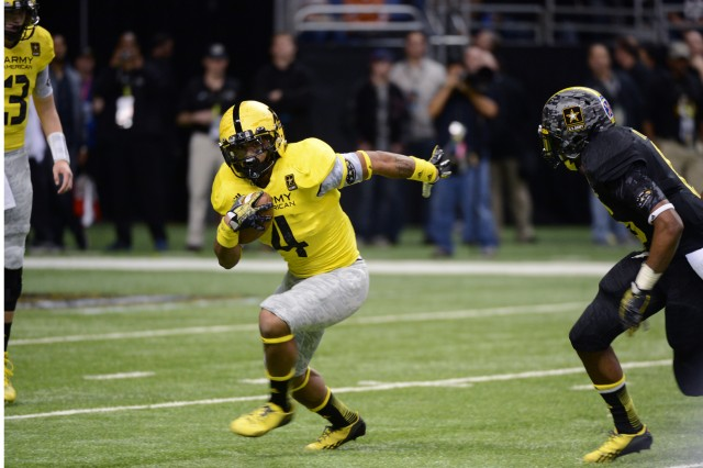 University of Oregon-bound running back Thomas Tyner of Aloha (Ore.) High School rushes for 14 yards on four carries in the 2013 U.S. Army All-American Bowl, Jan. 5, 2013, at the Alamodome in San Antonio. East won the game, 15-8, over the West.